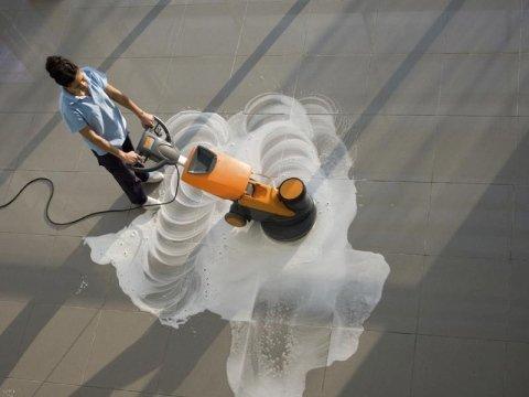 Pulizia pavimenti con macchinario - Impresa pulizie Ponzano Veneto
