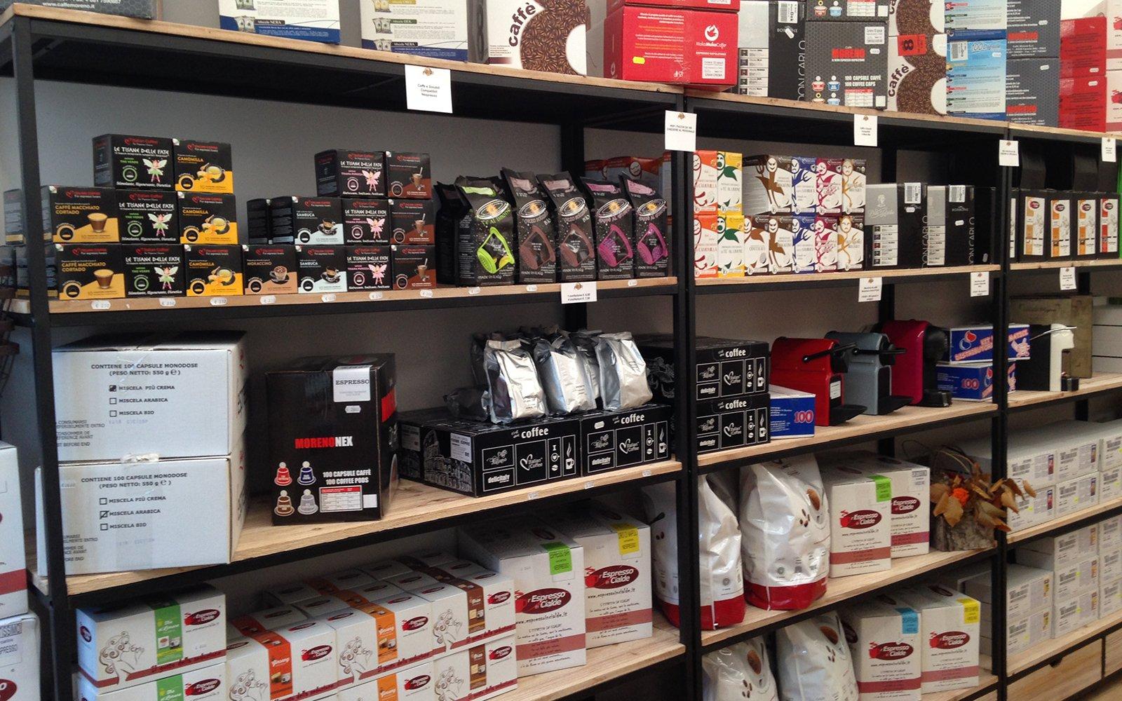 prodotti per caffè in esposizione