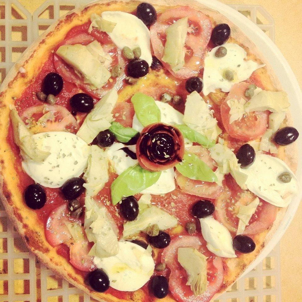 Pizza pomodoro e olive