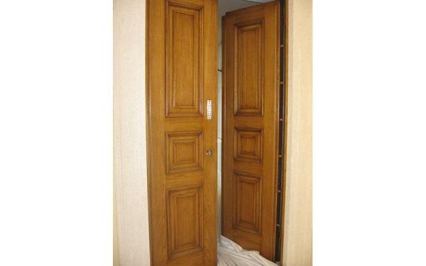 porta in legno naturale