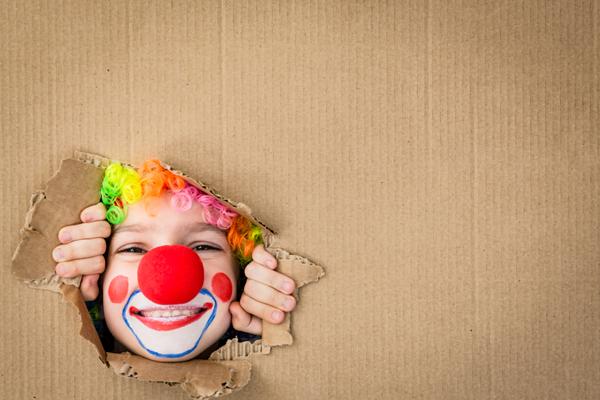 bambino vestito da clown