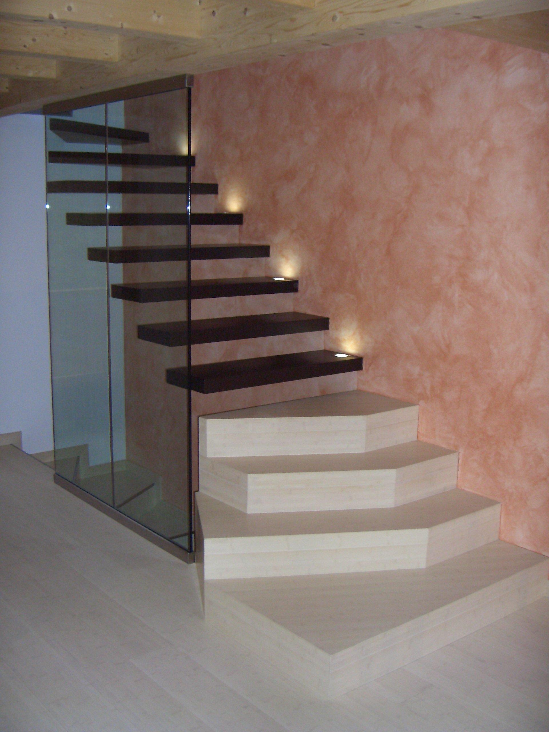 scala in marmo e legno