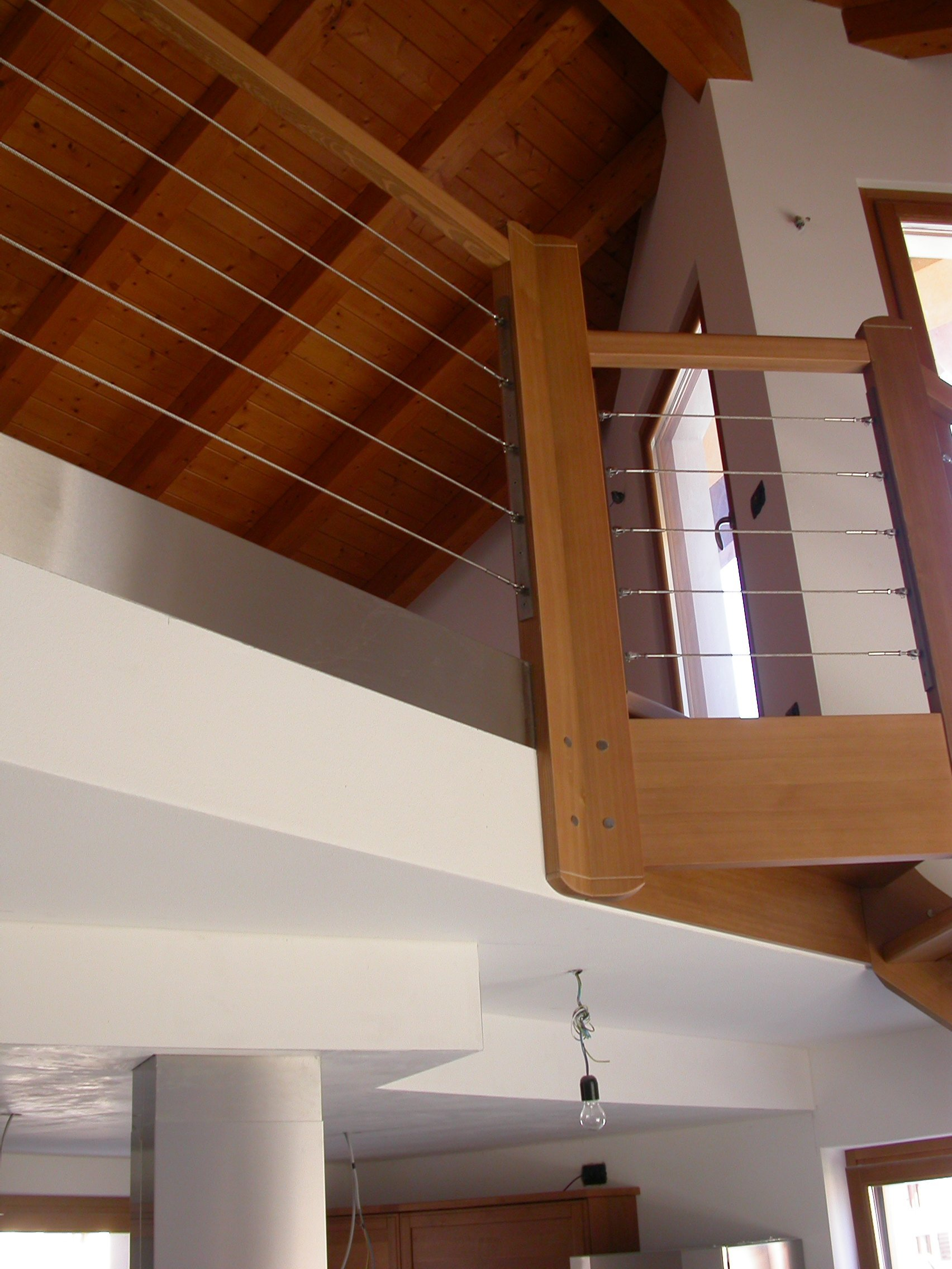 scala in legno e tetto