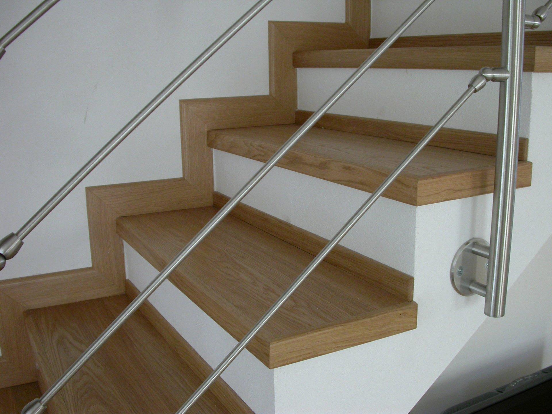 tra gradini di una scala