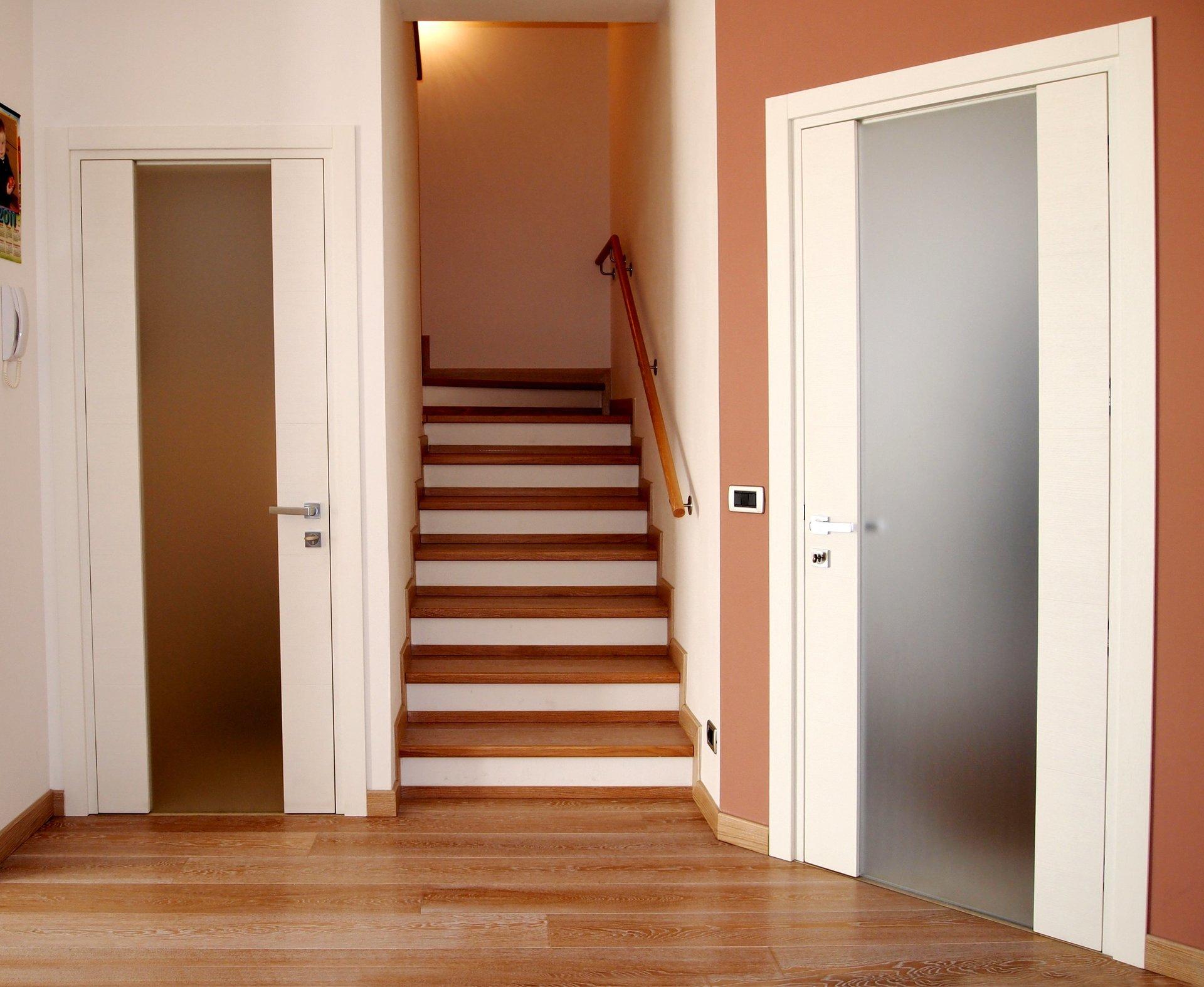 scala in legno e porte