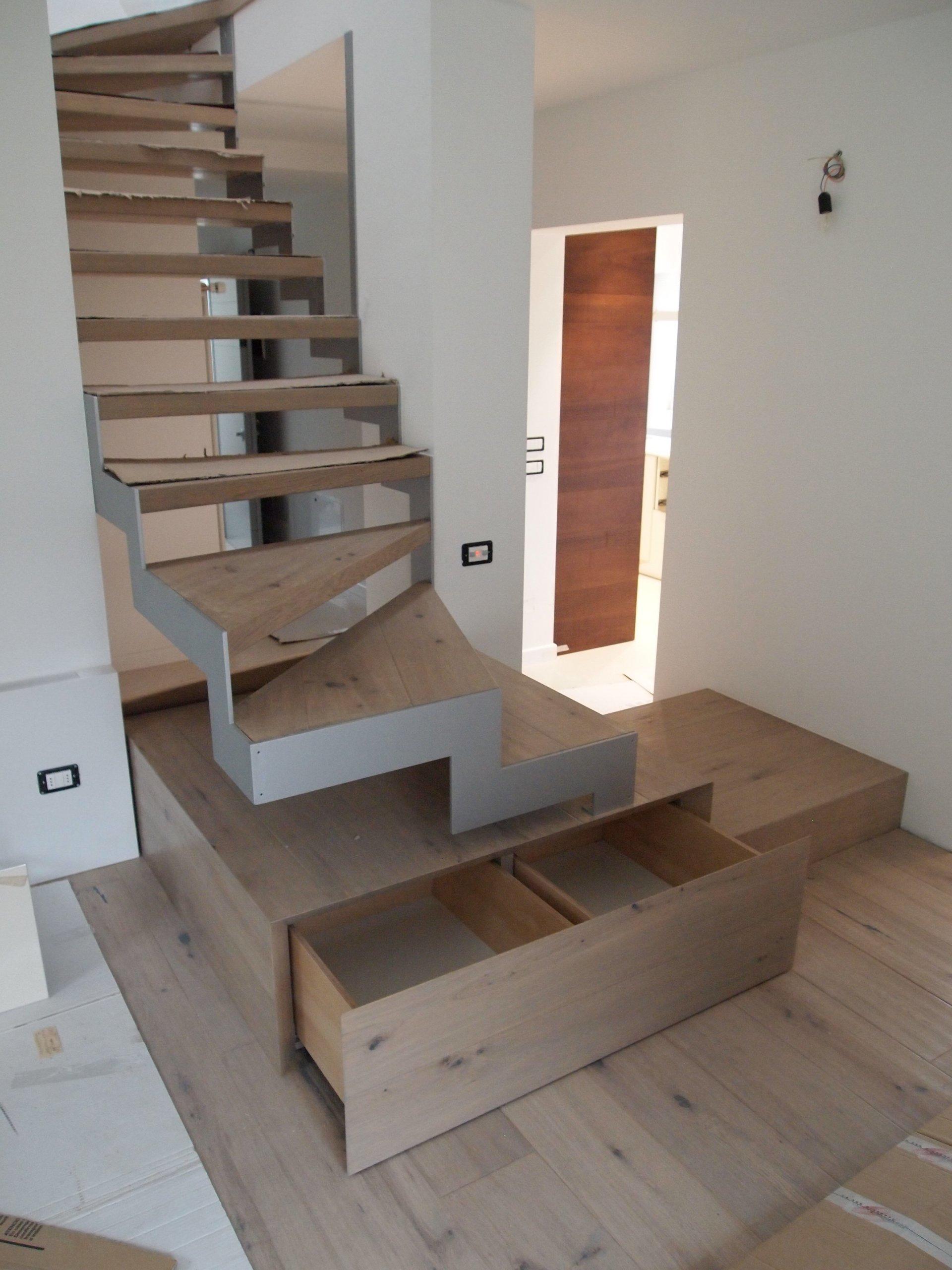 scala in legno con cassettoni apribili finali