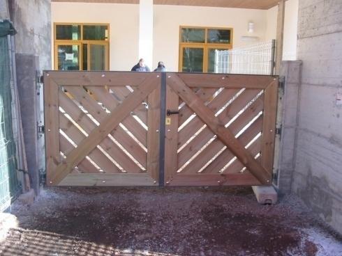 Cancello 2 ante acciao/legno palestra Predazzo-Impregilo