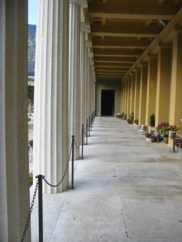 Delimitazione Collonne con catene Cimitero di Trento anno 2007
