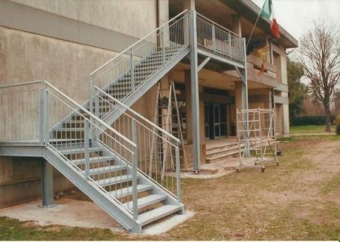 Scala di sicurezza scuola Albignasego PD