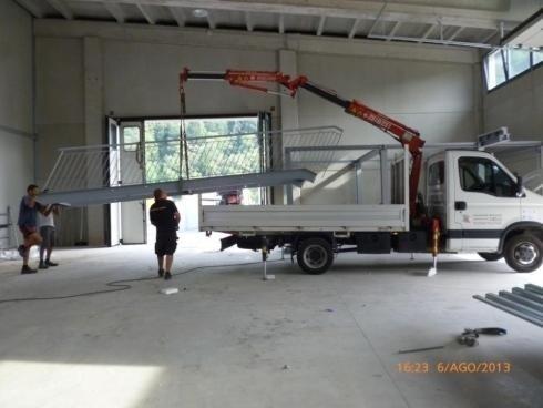 Soppalco con scala in travi HEA 180 uso ufficio