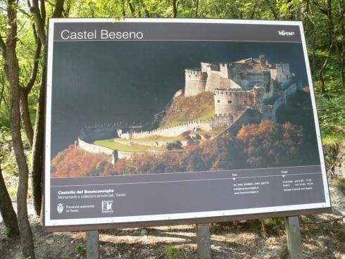 Supporto insegna Castel Beseno