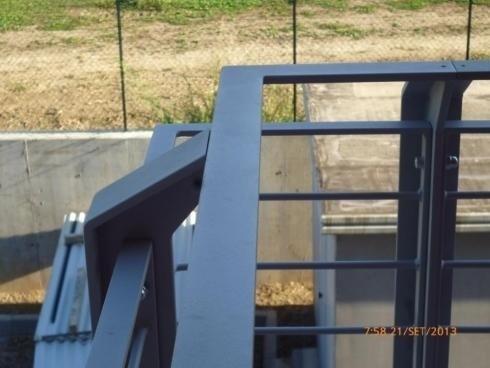 Parapetti in T da 80 zincati e verniciati caserma VVFF ARCO