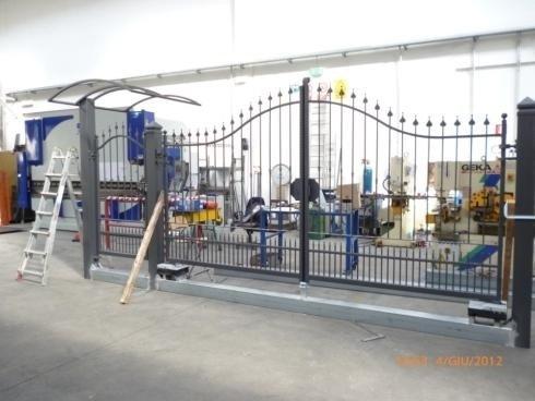 Cancello Cles con tettoia