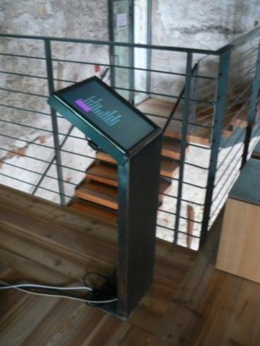 Supporto LCD acciaio lavorato Castel Beseno 2012
