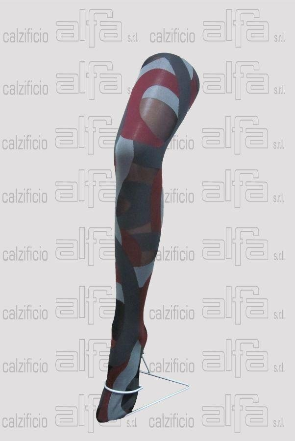 Tights with optical pattern