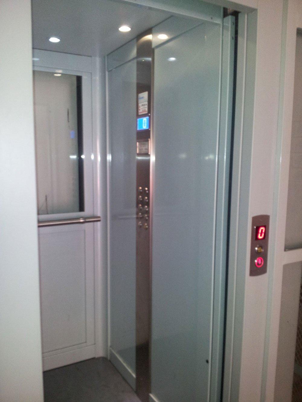 Ascensori panoramici ascensori per disabili cabine per - Costo ascensore interno 2 piani ...