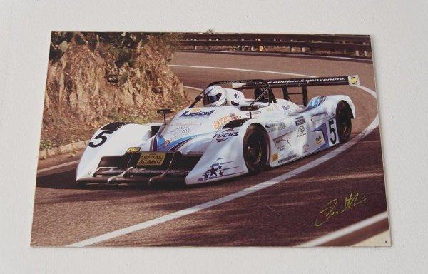 una macchina antica da Formula 1 di color bianco