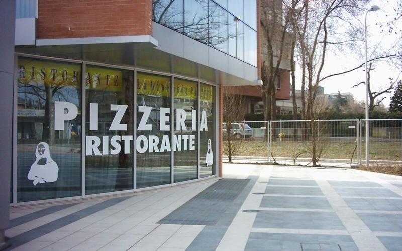 realizzazione vetrate per negozi