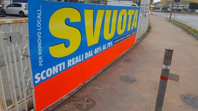 cartellone pubblicitario giallo blu