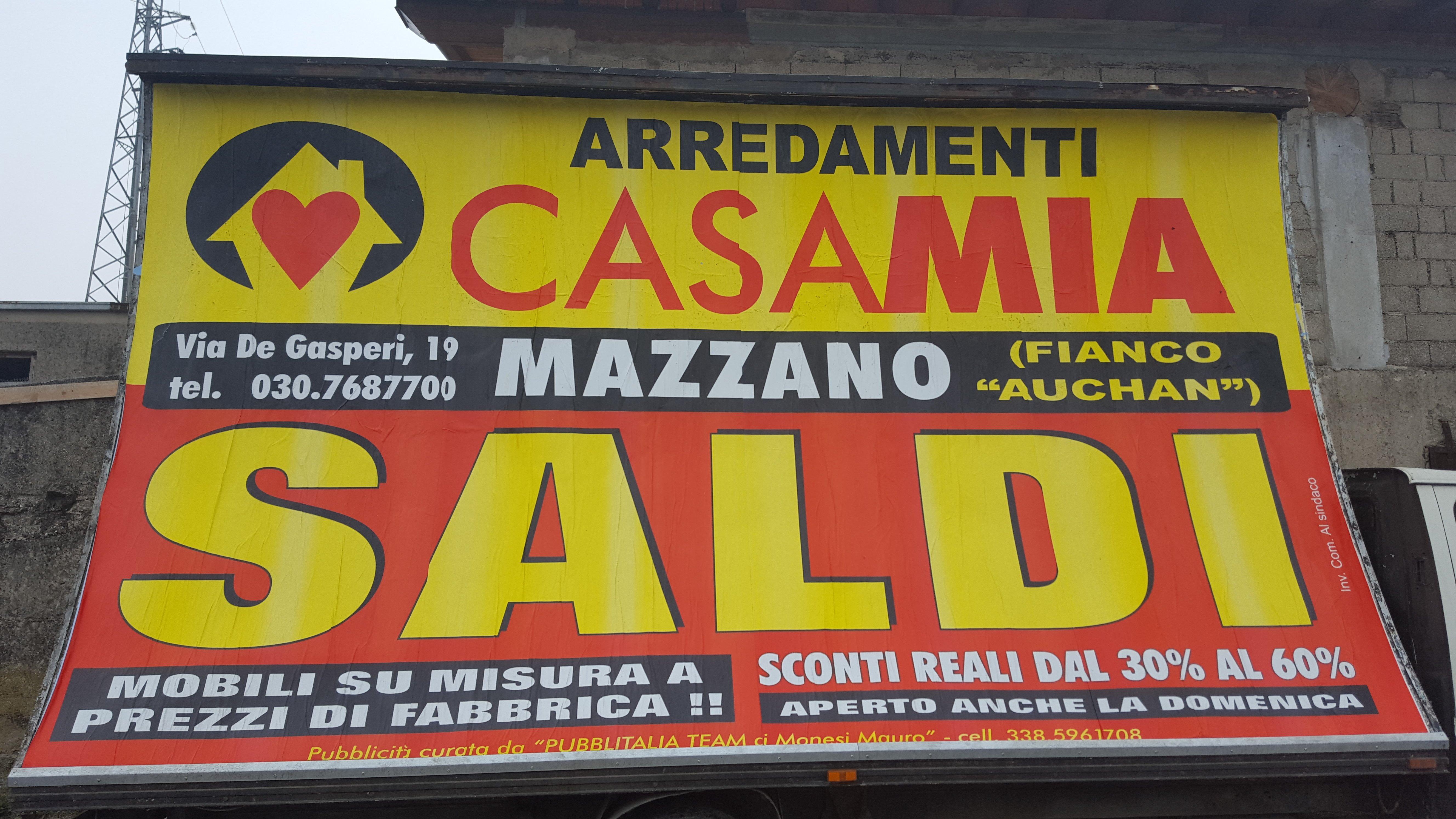 cartellone pubblicitario rosso e giallo