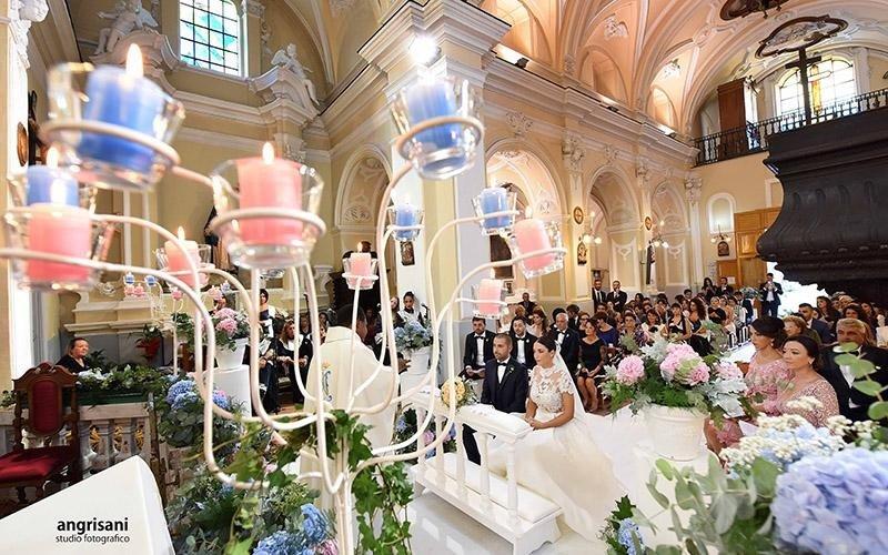chiesa con addobbi per matrimonio
