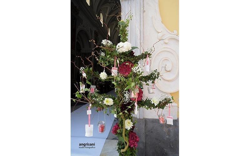 fiori su un altare