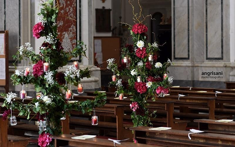 fiori in una chiesa