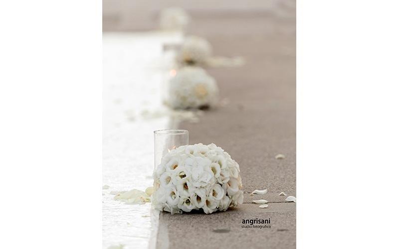 bouquet sul pavimento