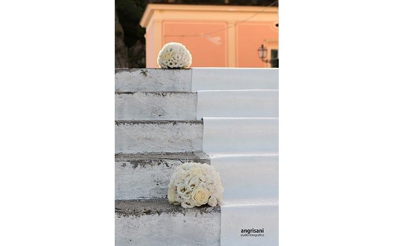 addobbi floreali su scale
