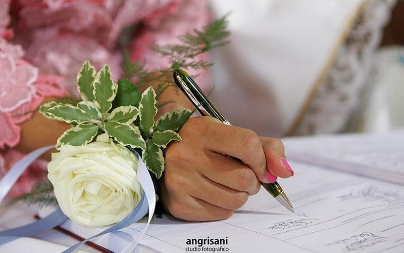 mano con penna