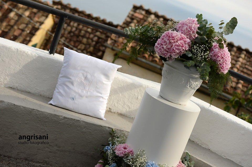 fiori con divano e cuscino