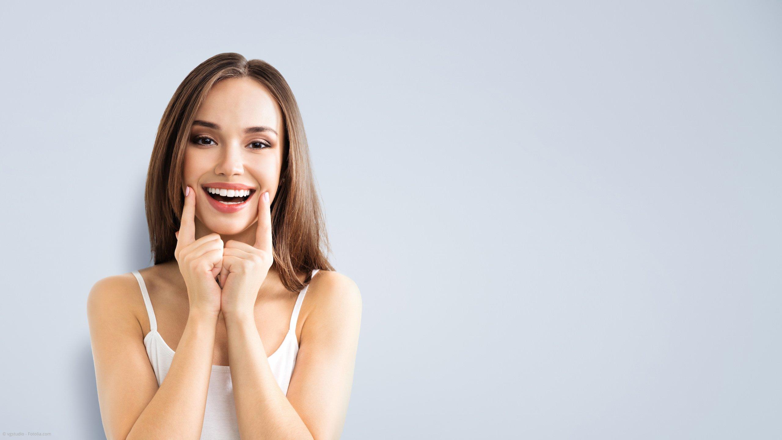 Schönheitsfehler der Zähne beheben