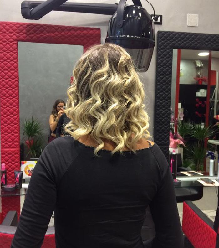 capelli con colpi di luce mossi