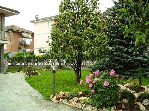 Vista di un giardino a Cuneo