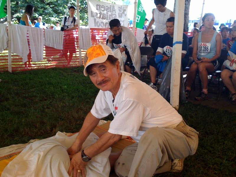 Sensei Fumihiko Indei treating participants with shiatsu at the Honolulu Marathon