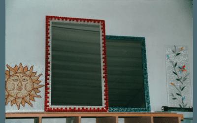 specchio con decorazione