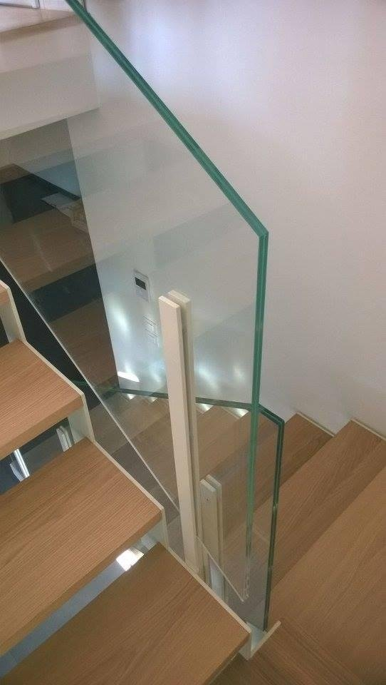 Parapetti scale in vetro scala con struttura in acciaio - Scale con vetro ...