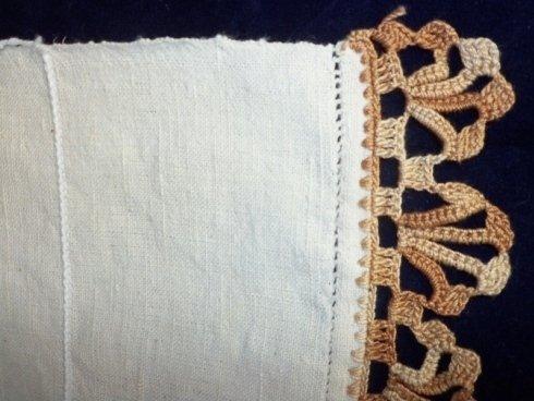 Lino grezzo con merletto uncinetto