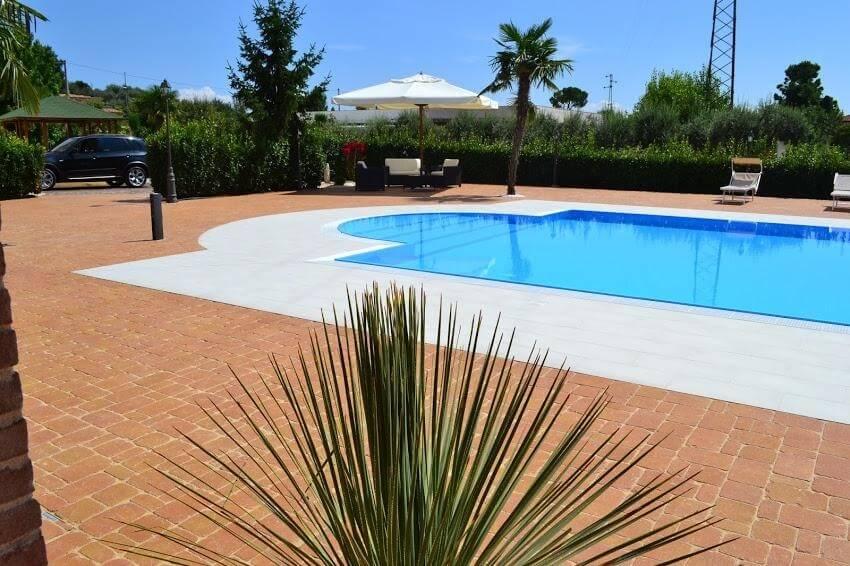 piscina e palme