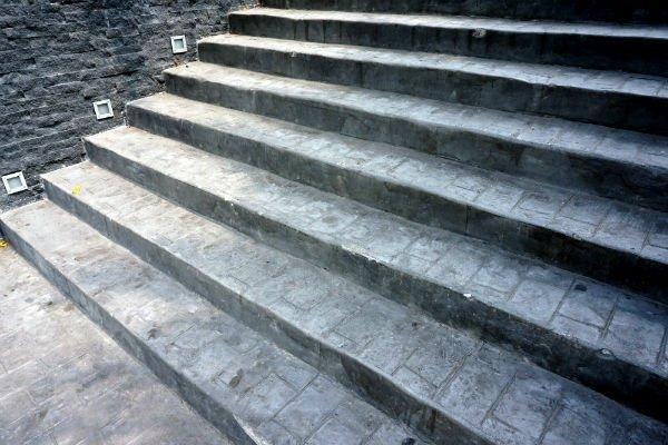 scale con pavimentazione ad acciottolato