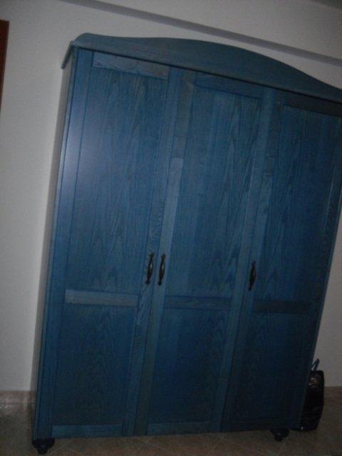 armadio legno blu