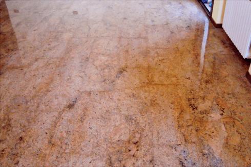 Dopo la lucidatura, il marmo da un effetto molto lucente, come nella fotografia.