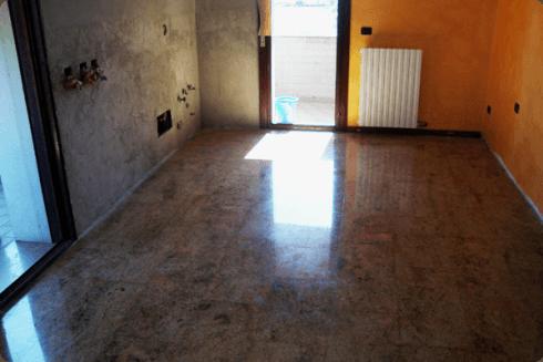 Per ogni tipo di pavimento, suggeriamo al cliente i trattamenti adatti.