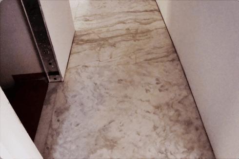 Ancora un esempio di pavimento posato in opera in un edificio di recente costruzione.