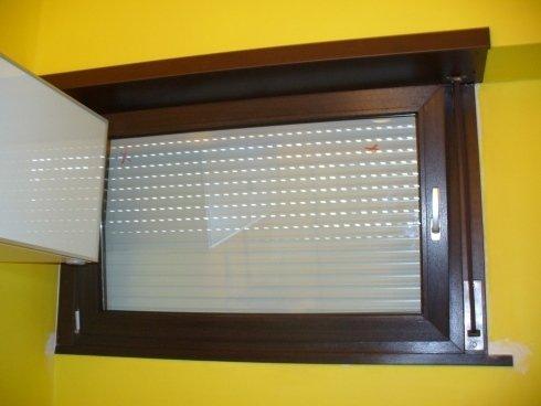 finestra PVC wasistas con avvolgitore ad incasso