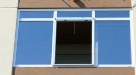 Facciata balcone in PVC con vetri a controllo solare