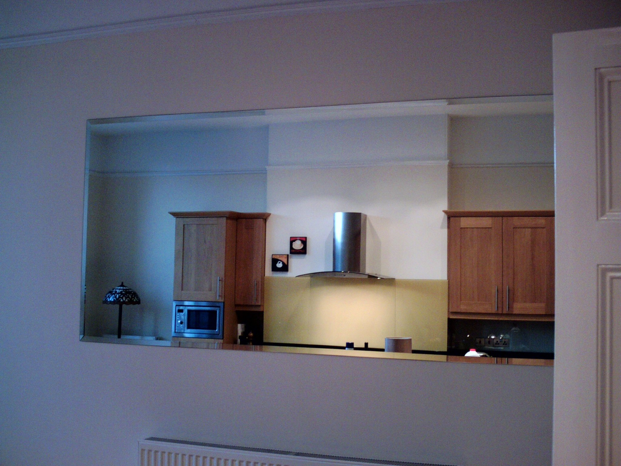 Glass installation for kitchens