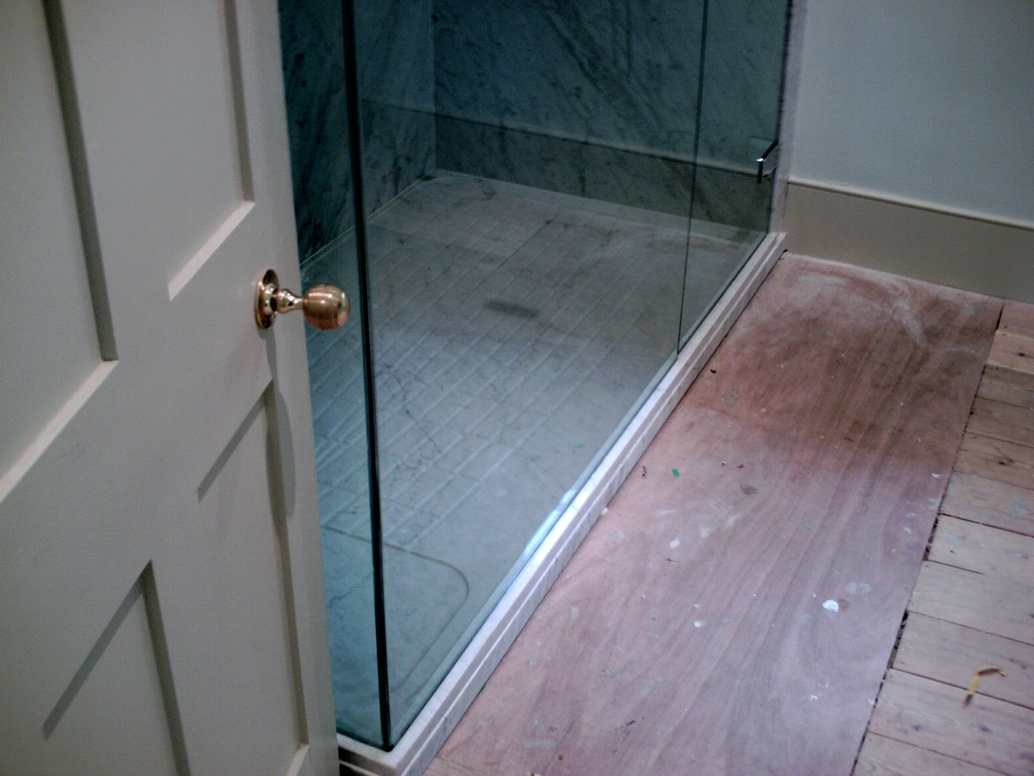 Glass installation for bathrooms