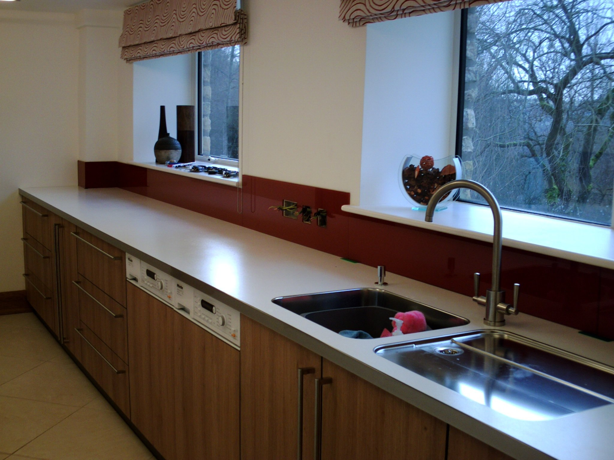 Glass fitting for kitchens