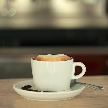 Rappresenta una tazza di caffe per colazione località giarre